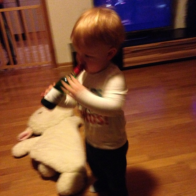 They start young here in #germany Don't worry folks, the lid is on. 😳 #itsnotmidnightyet #idontletmybabydrink #butitsreallyfunny #newyearseve #expat